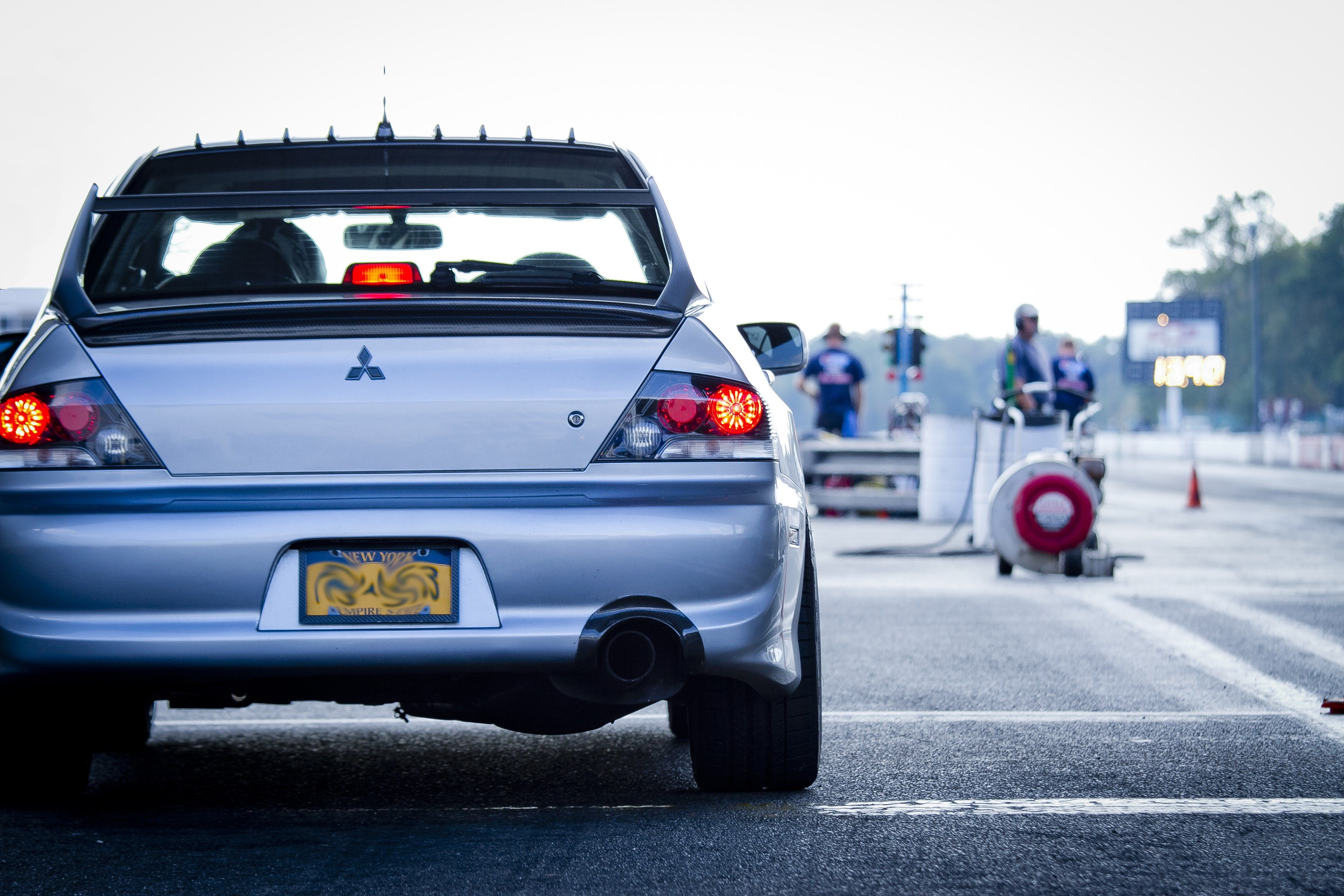 Wolf Butler Awesome Mitsubishi Evolution Viii Wallpaper