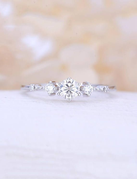 Anillo de compromiso de Moissanite vintage Anillo de racimo de diamantes de oro blanco Anillo de novia de novia único delicado Regalo de promesa de aniversario delicado para