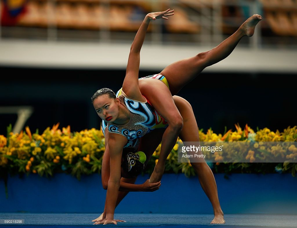 Photo d'actualité : Xuechen Huang and Wenyan Sun of China compete in...