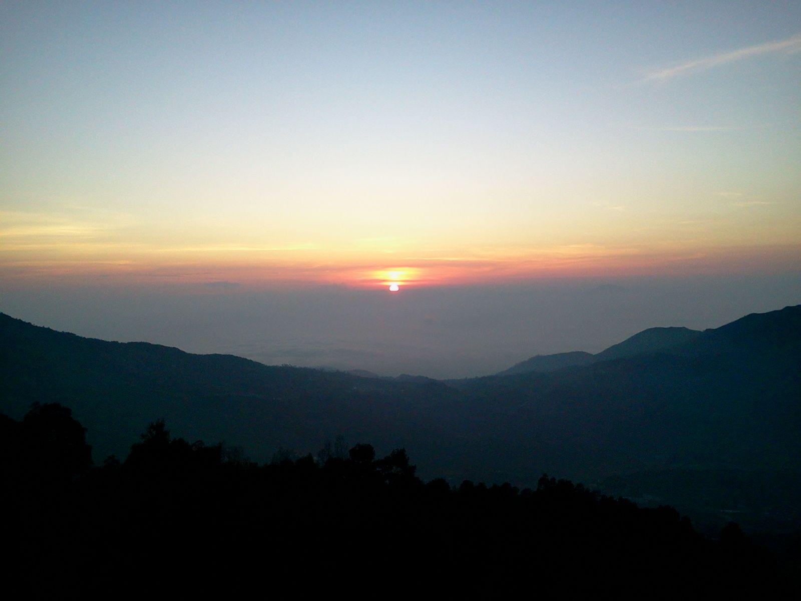 Dataran Tinggi Dieng Tidak Hanya Menyuguhkan Kemegahan Dan Keindahan Candi Saja Tetapi Anda Bisa Juga Menikmati Sunrise Terbaik Di Indone Candi Alam Indonesia