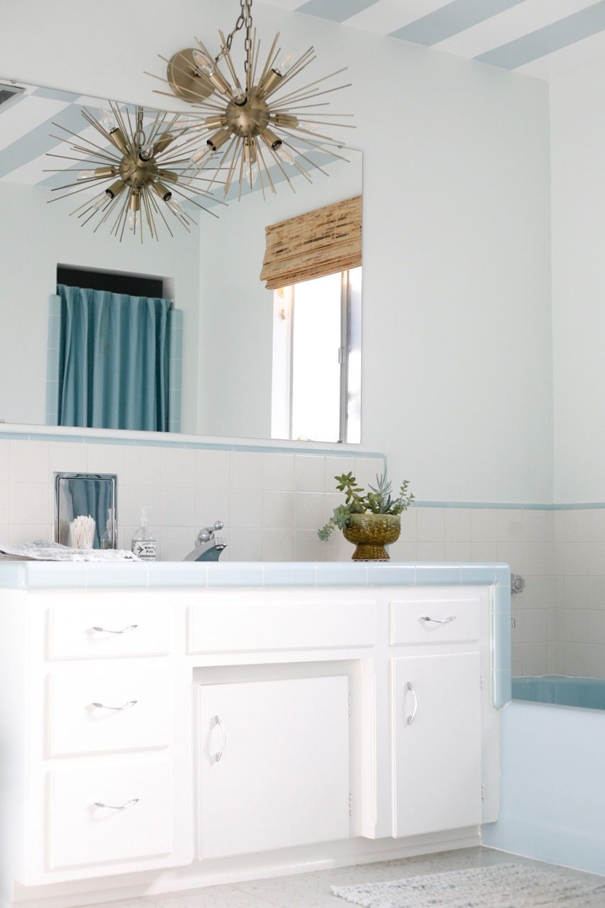Gorgeous MCM blue and white and gold bathroom | Bathroom Design ...