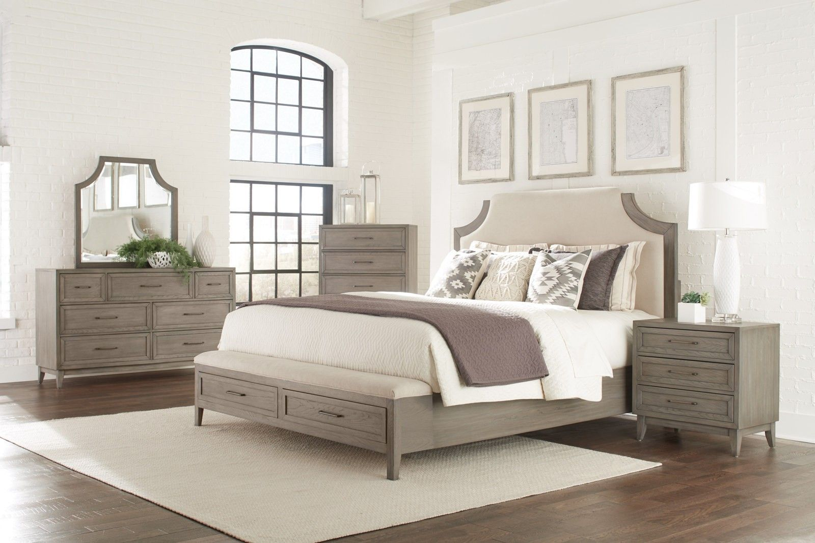 Riverside Furniture Vogue 4pc Panel Storage Bedroom Set in