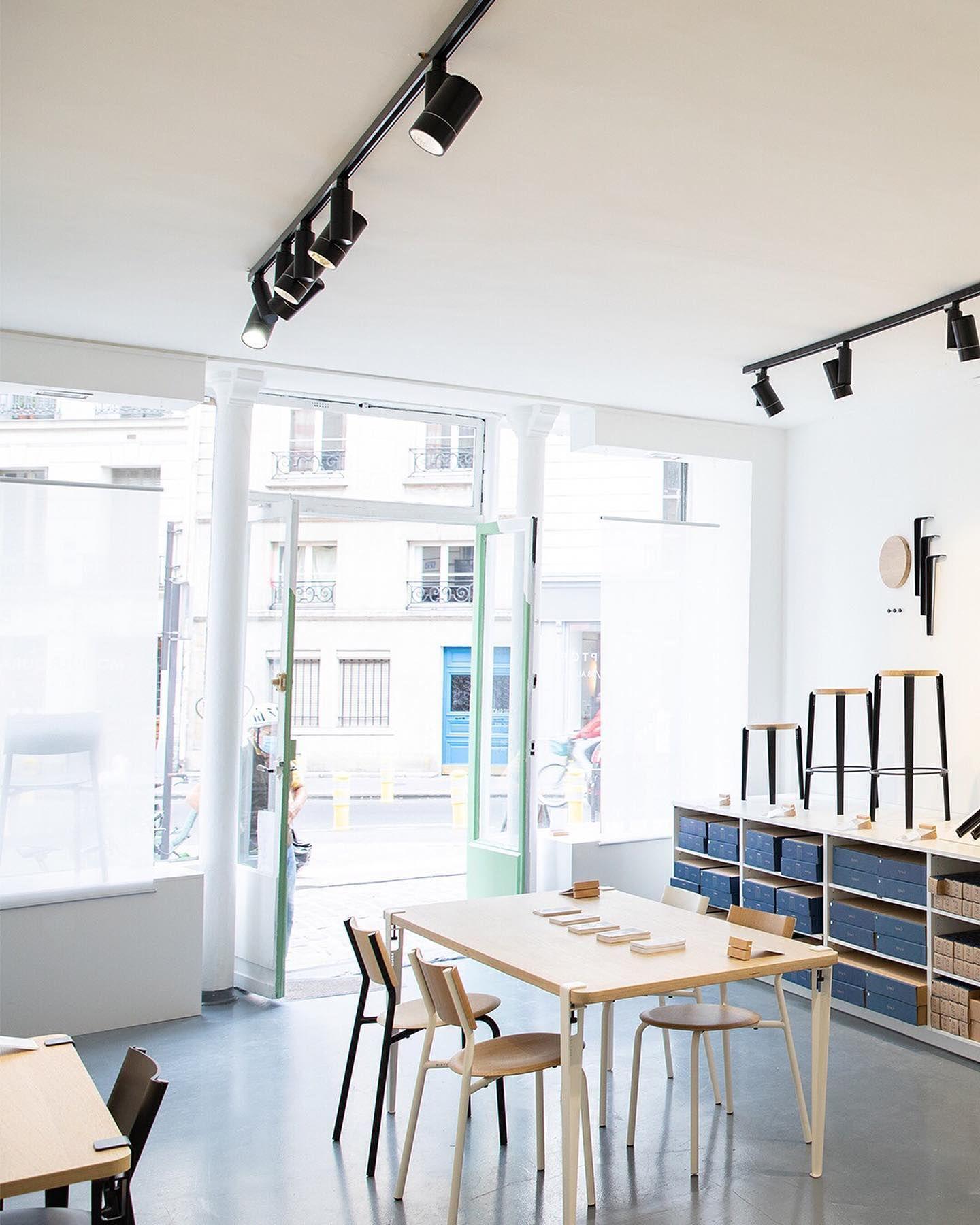 Le Pop Up Tiptoe Voila Deja 3 Semaines Que Nous Sommes Installes Au 11 Rue Debelleyme A Pari En 2020 Meuble Contemporain Pied De Table Design Mobilier Design