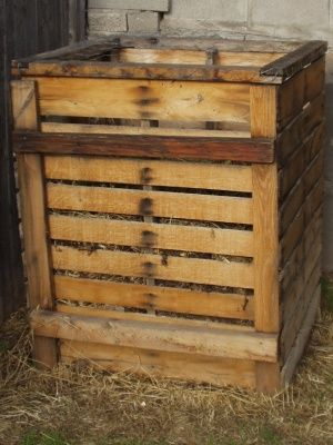 wood pallet compost bin four pallets screwed together presto tri s lectif pinterest. Black Bedroom Furniture Sets. Home Design Ideas