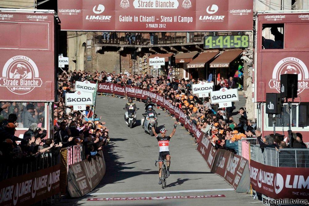 Strade Bianche 2012; uiteindelijk wint Fabian Cancellara op Piazza del Campo in Siena