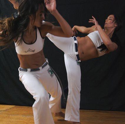 Pin De Pedro Sa Em Capoeira Capoeira Poses De Luta Artes Marciais