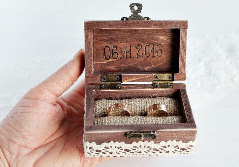 rustikale hochzeit ring box holz ring box kleine holzh user ringkissen und holzh uschen. Black Bedroom Furniture Sets. Home Design Ideas