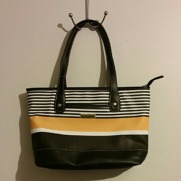 7466650e43 ♡♡ SUPER SALE ♡♡Marc fisher handbag Marc Fisher handbag. Super ...