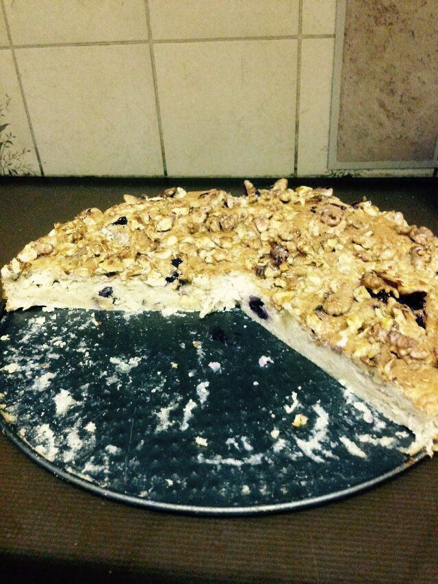 Made my first healthy cake made of oats blueberries and walnuts!