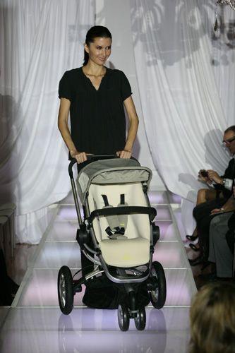 Quinny buzz stroller on the runway quinny - Cochecitos bebe quinny ...
