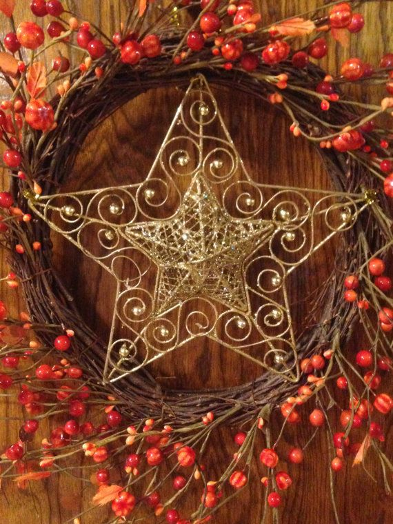 Christmas Star Wreath  Rustic Style Wreath  Berry by LoneStarLucy