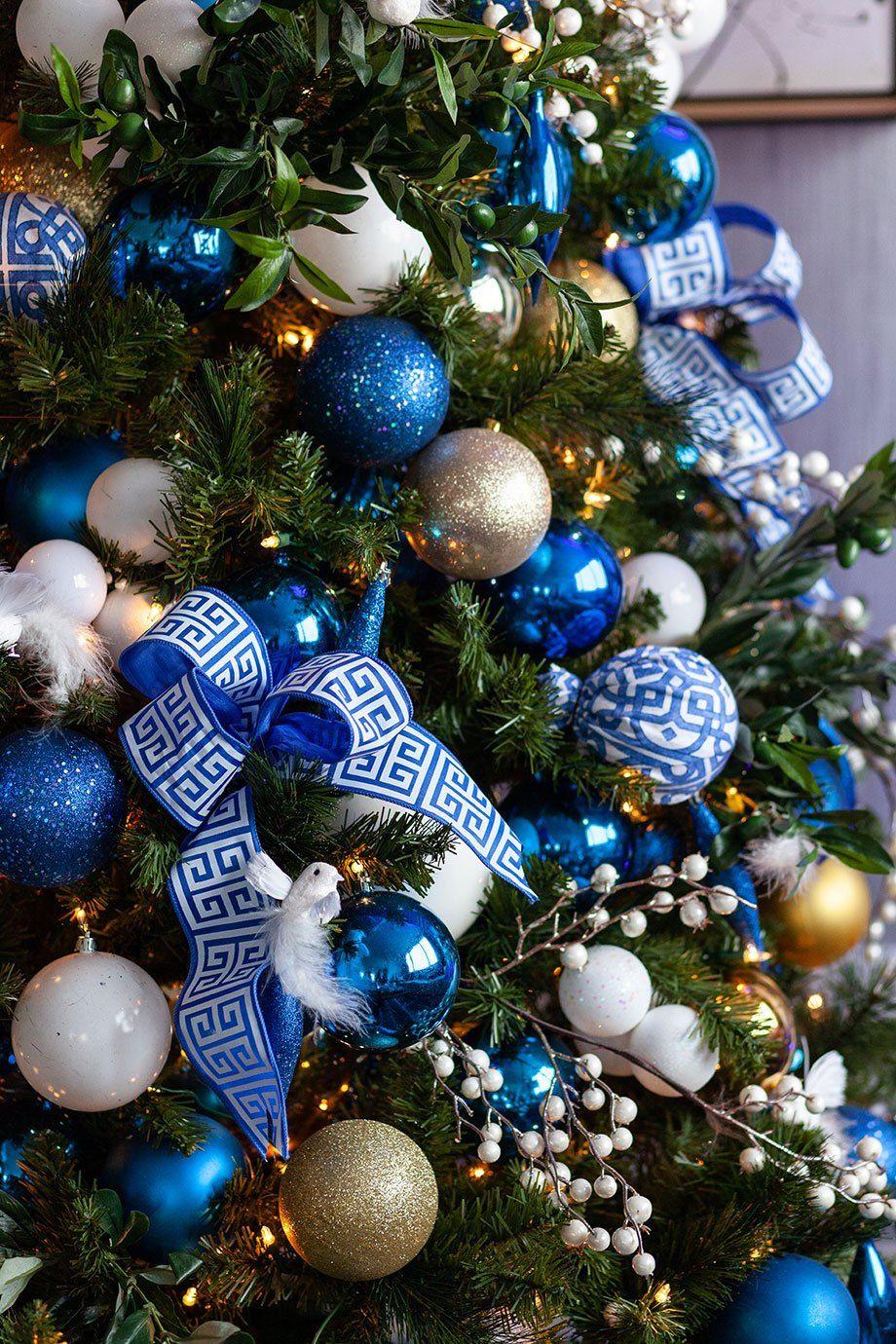 christmas tree ornaments around the world