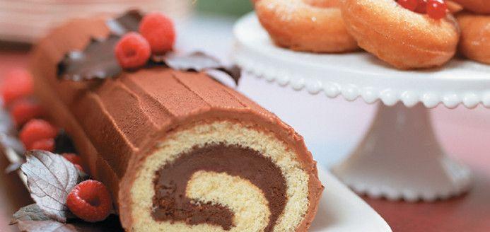 Recette de bûche de Noël au chocolat de Ricardo. Recette de dessert  classique de Noël. Avec chocolat mi,sucré, liqueur d\u0026 crème cacao, sucre en  poudre,
