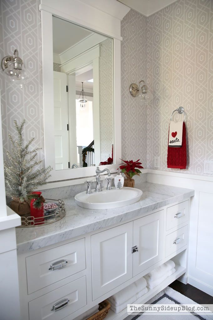 Photo of Christmas Powder Bathroom (12 Days of Holiday Homes) – The Sunny Side Up Blog