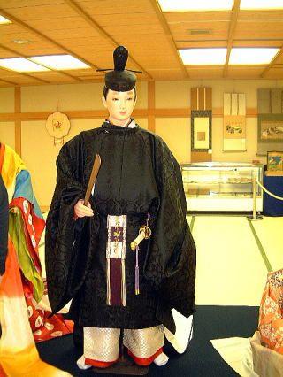 A mannequin dressed in hoeki no sokutai.