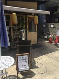 Chuka Soba Umiya 中華そば 海や - The restaurant Umiya looks rather like a cafe from outside, but it is a genuine ramen shop that serves outstanding Si Chuan dandan ramen.