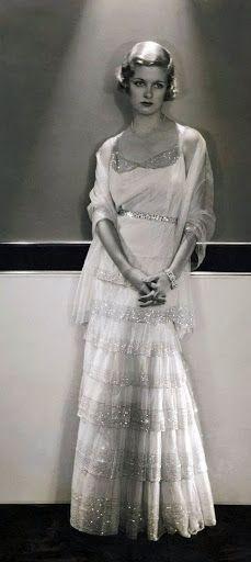 La actriz estadounidense Joan Benett con un vestido de Chanel -1930