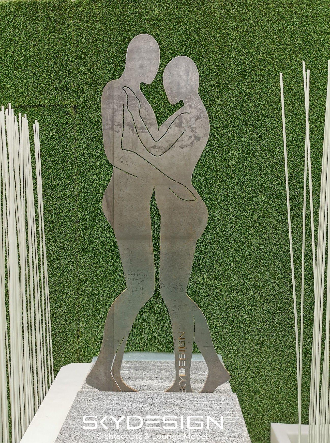 Rostige Skulptur als Kunstwerk in Lebensgröße für Innen und außen. Jede Sonderanfertigung möglich. www.skydesign.news