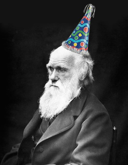 Happy Darwin Day everyone! Today, one of the greatest marine biologists ever, Charles Darwin, would have turned 204 years old. We have a lot to thank for his observations! They were a revolution in most fields of life science.    What's your favourite Darwin's observation?
