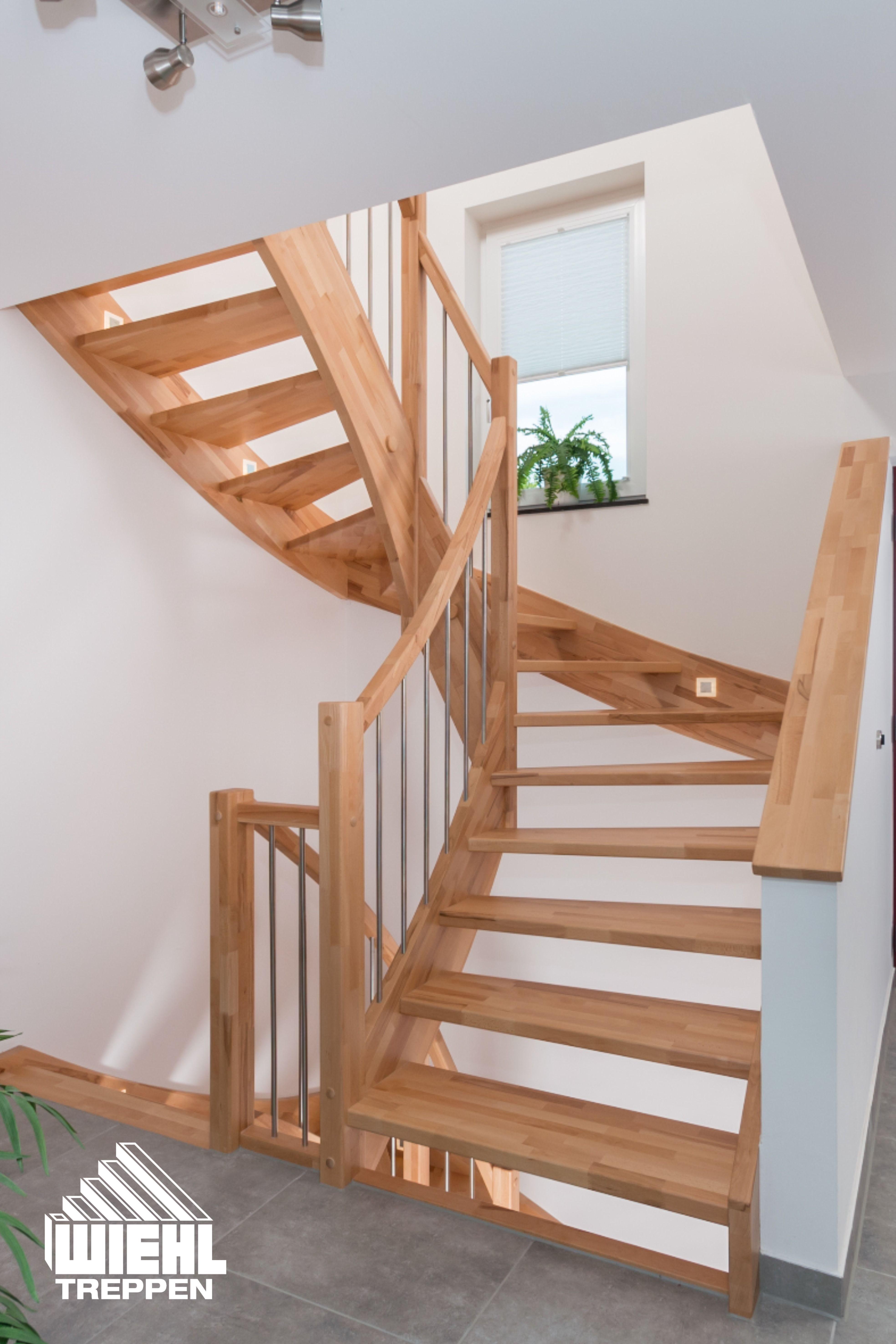 Eingestemmte Treppe in Buche keilgezinkt bunt