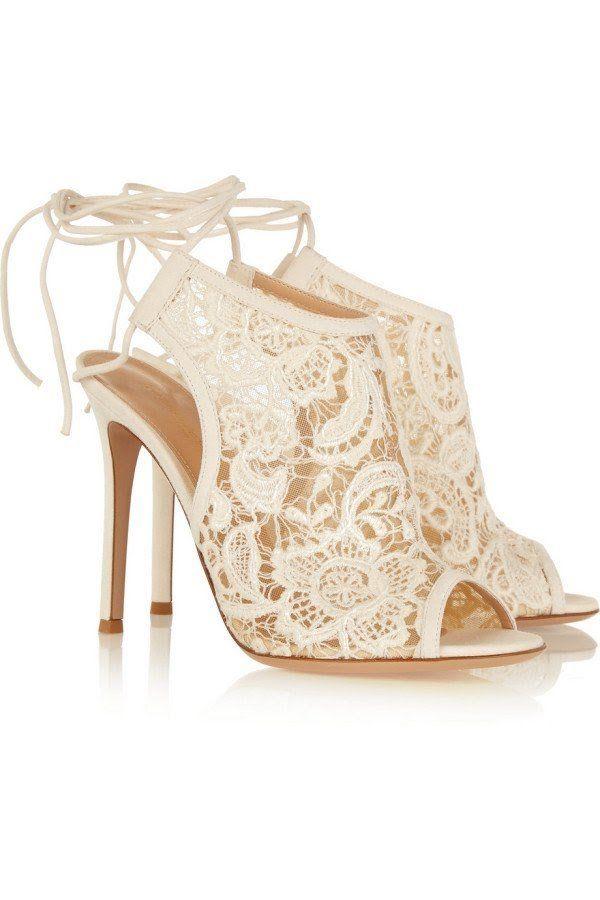 b55ebbe7288f8 Zapatos de novia color blanco tipo botines de encaje