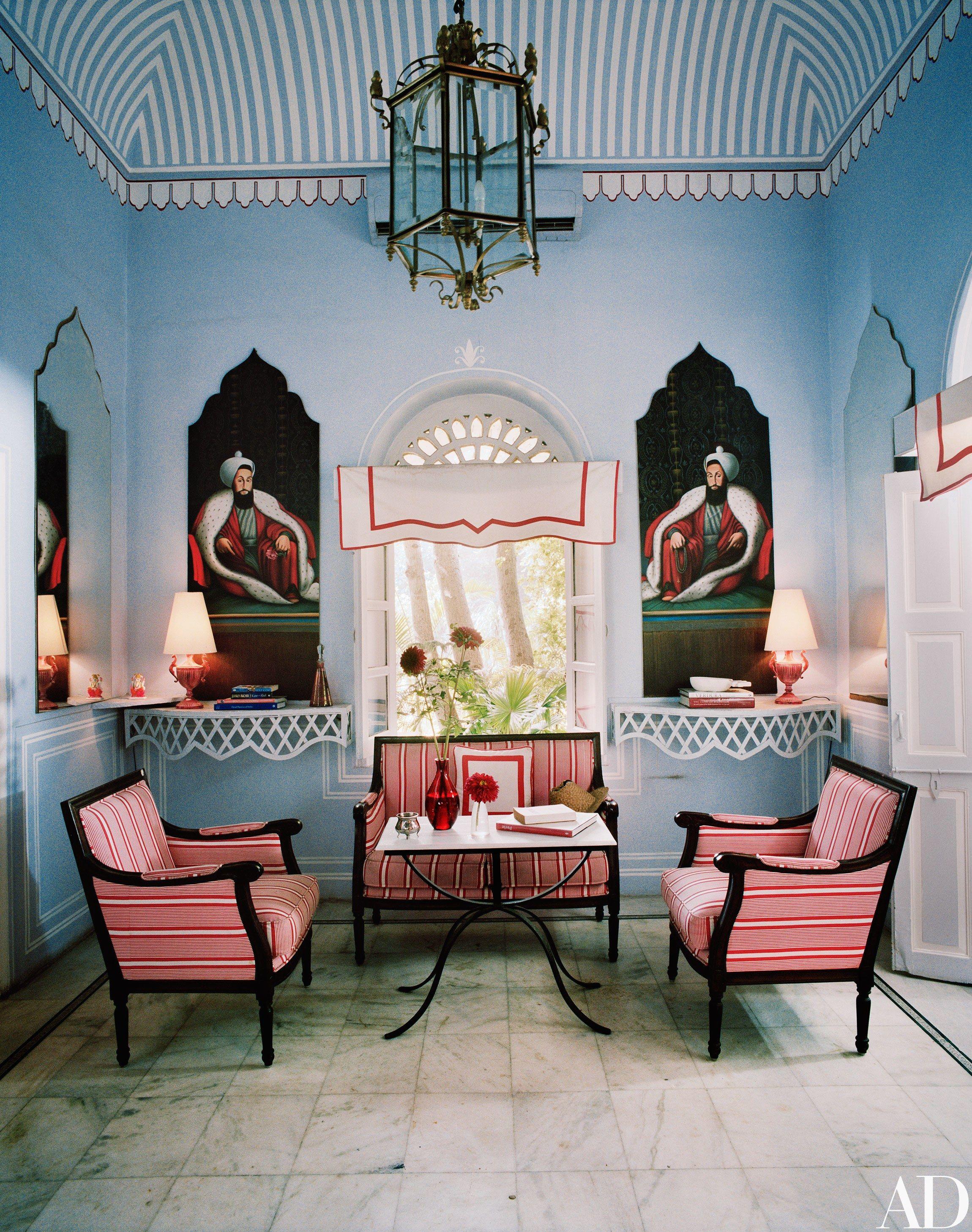 A Fashion Star Turned Interior Designer Lives In This Opulent Indian Apartment Decor White Decor Interior Design