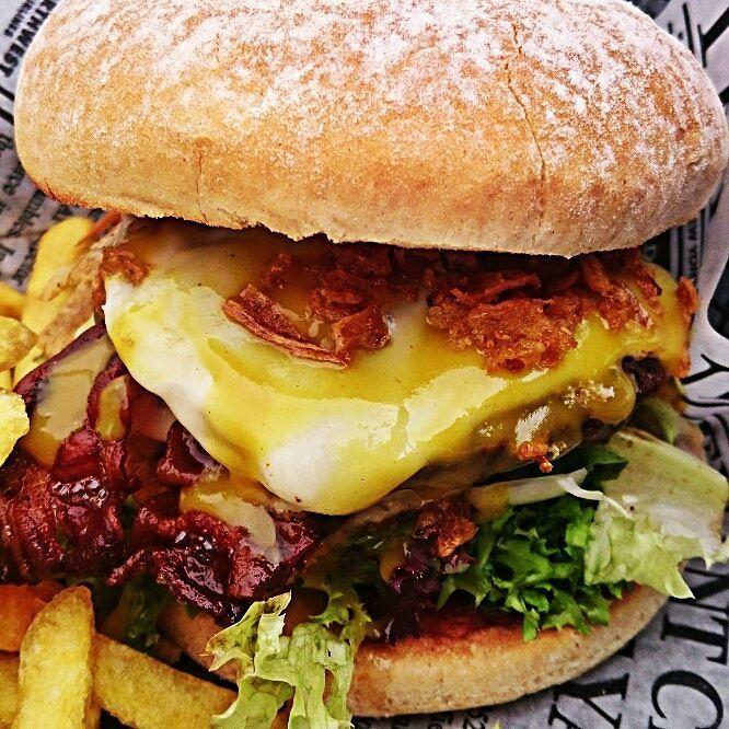 Lekker Spezial Burger  #lekkerkreker #Minden #burgergram #Burger #foodstagram #fingerfood #foodblog