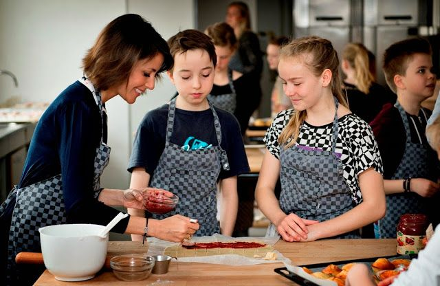 Queens & Princesses - Princess Marie participated in the launch of a new campaign of DanChurchAid to cook children and then sell their cakes in order to raise money to fund projects to fight against hunger in the world.