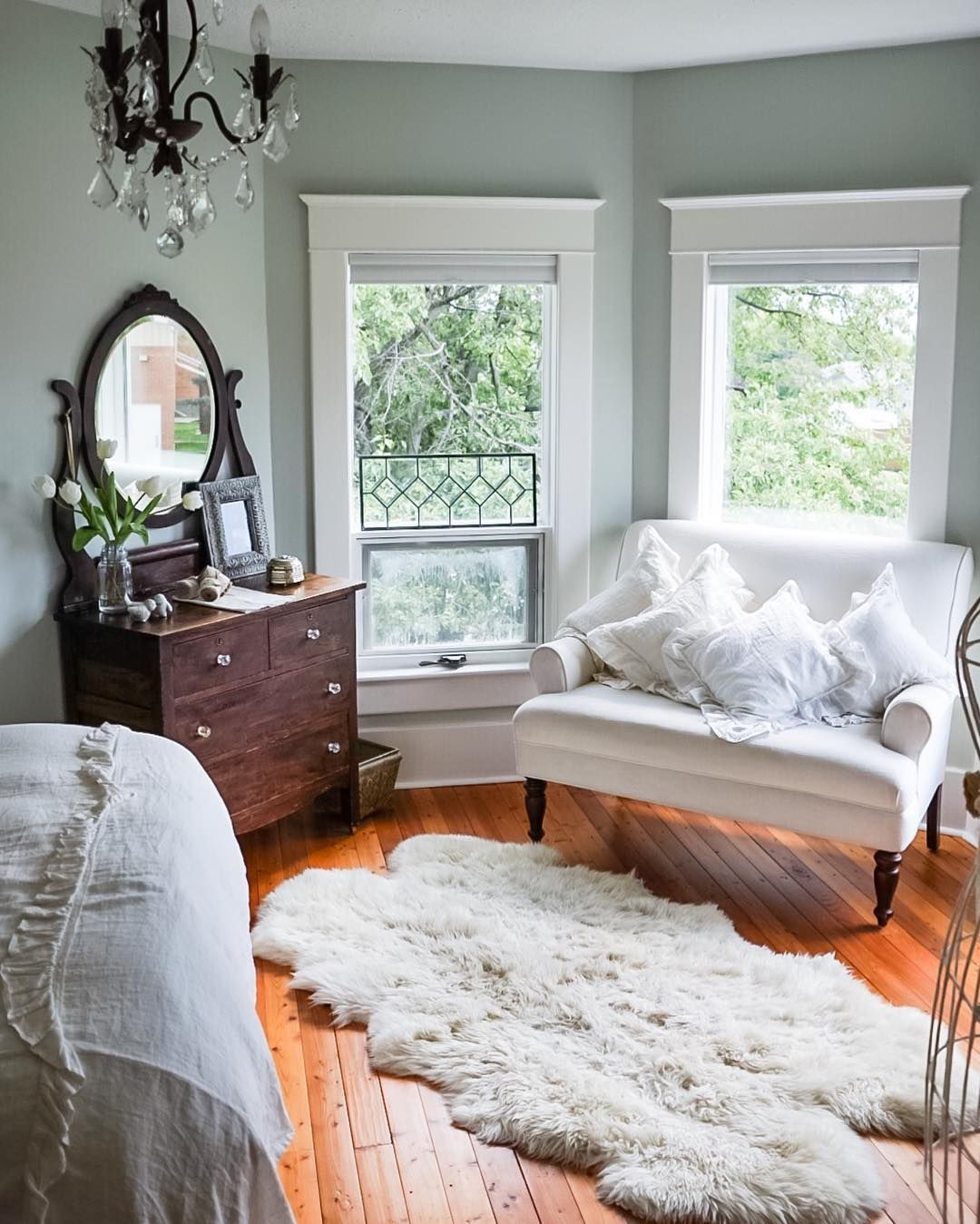 Take A Tour Through This Freshly Renovated Queen Anne Farmhouse In Rural Alberta Home Country Bedroom Home Bedroom