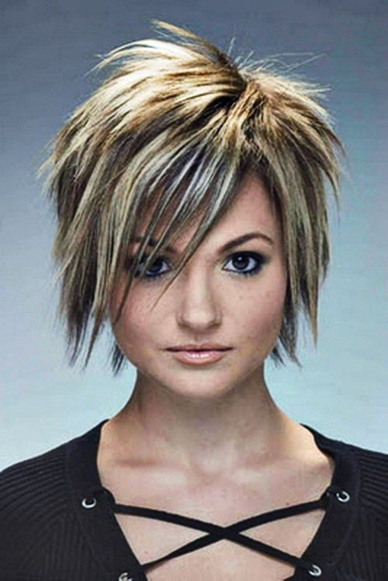 Punk Frisuren Für Frauen  Short punk hair, Short choppy haircuts