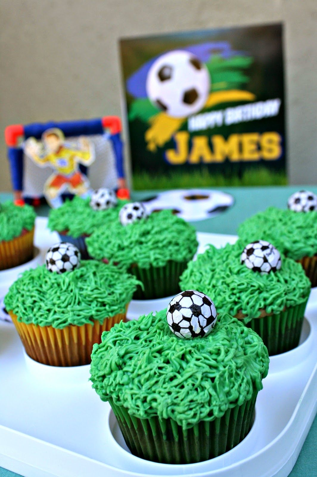 Soccer Cupcakes Piping Grass Icing Is So Easy Because Even If You Mess Up It Looks Great Soccer Cupcakes Cupcake Piping Buttercream Icing