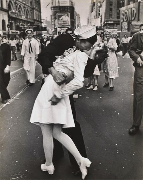 sailor soldier kiss