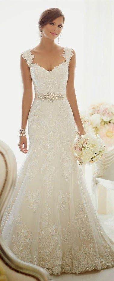 amazing dress! love how it gradually flows till the end and fits
