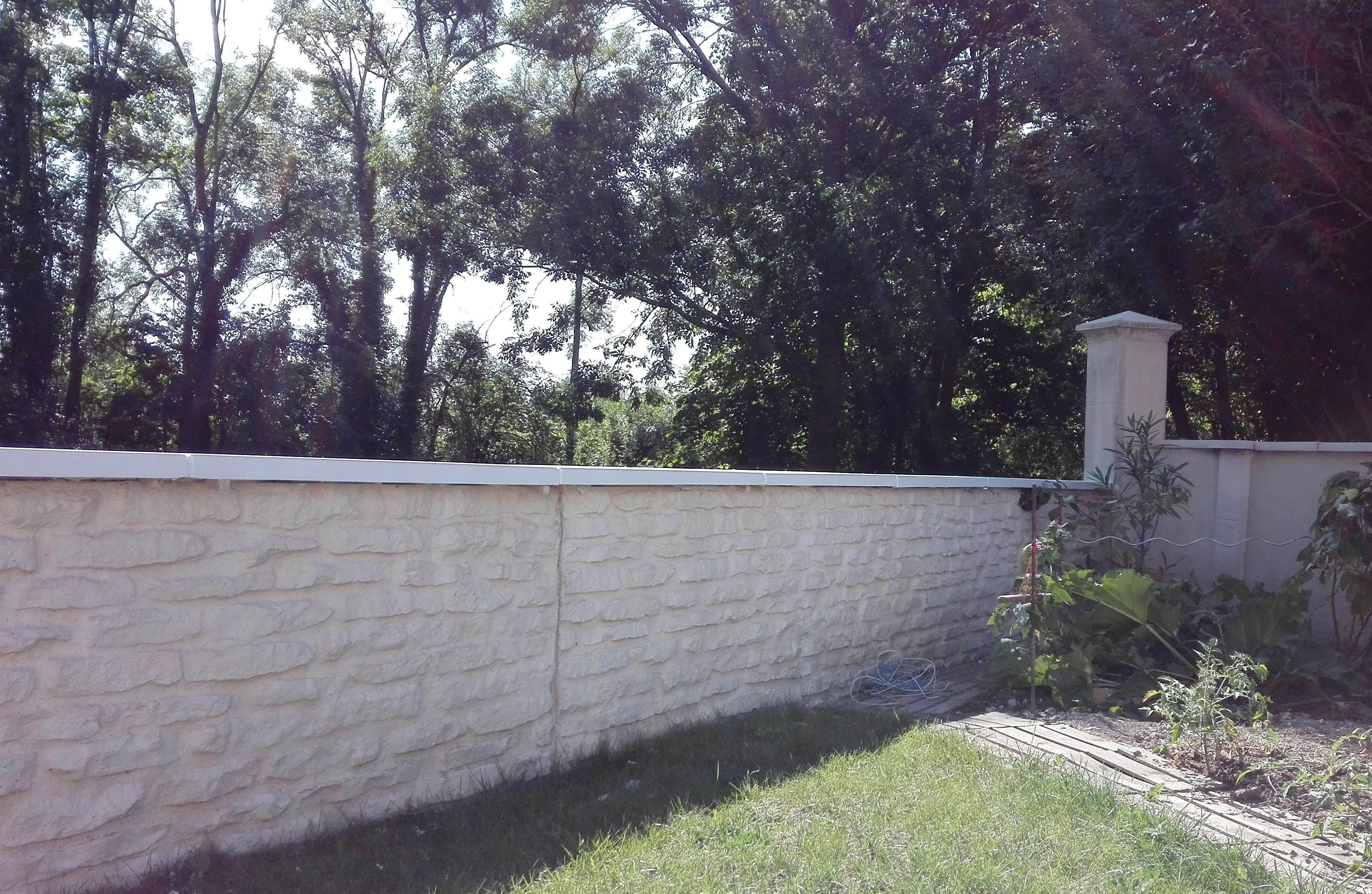 Couvertine Plate En Pierre De Bourgogne Reconstituee Dessus De Muret Couvre Mur Muret