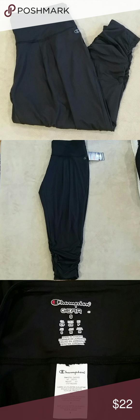 NWT * Champion capris* Super cute capris Size medium Very comfortable Champion Pants Capris