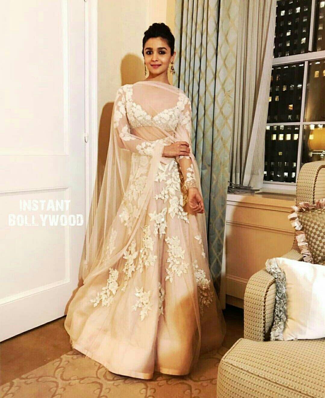 Alia at IIFA 2017 - Manish Malhotra lengha | India ...