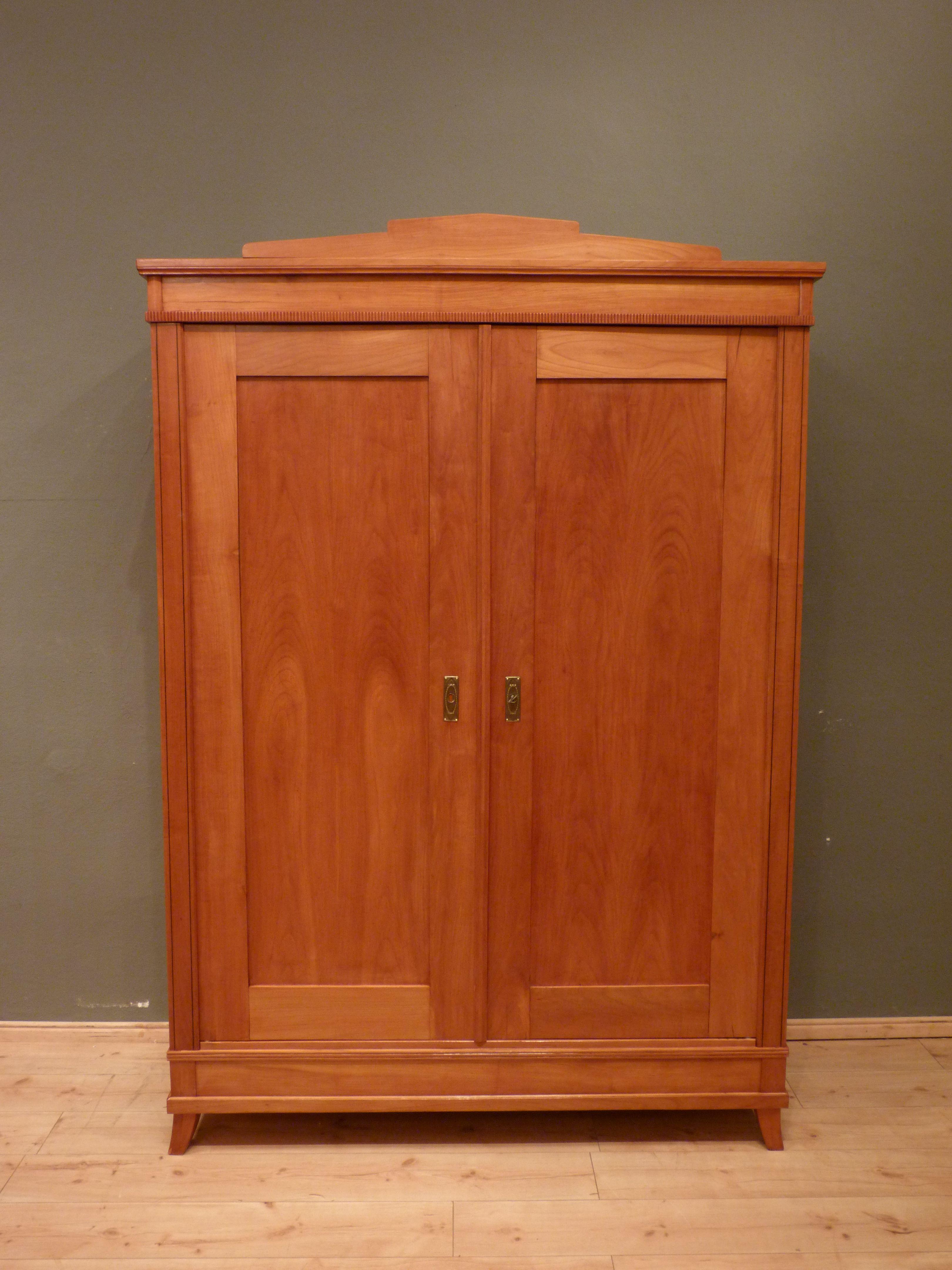 Antiker Kleiderschrank, Kirschholz um 1910   Antike Möbel ...