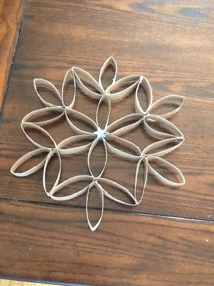 Toilet paper roll snowflake! Only takes 5 minutes