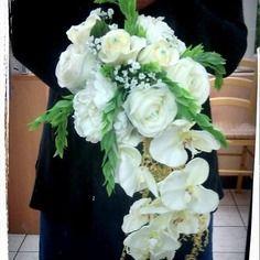 Bouquet Mariee Angelique Forme Cascade Orchidees Et Roses Fleur