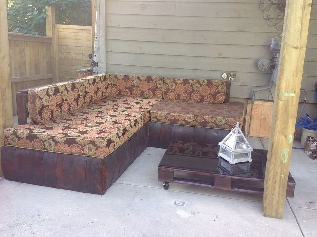 outdoor pallet sectional, diy, outdoor furniture, outdoor living, pallet, reupholster, woodworking projects
