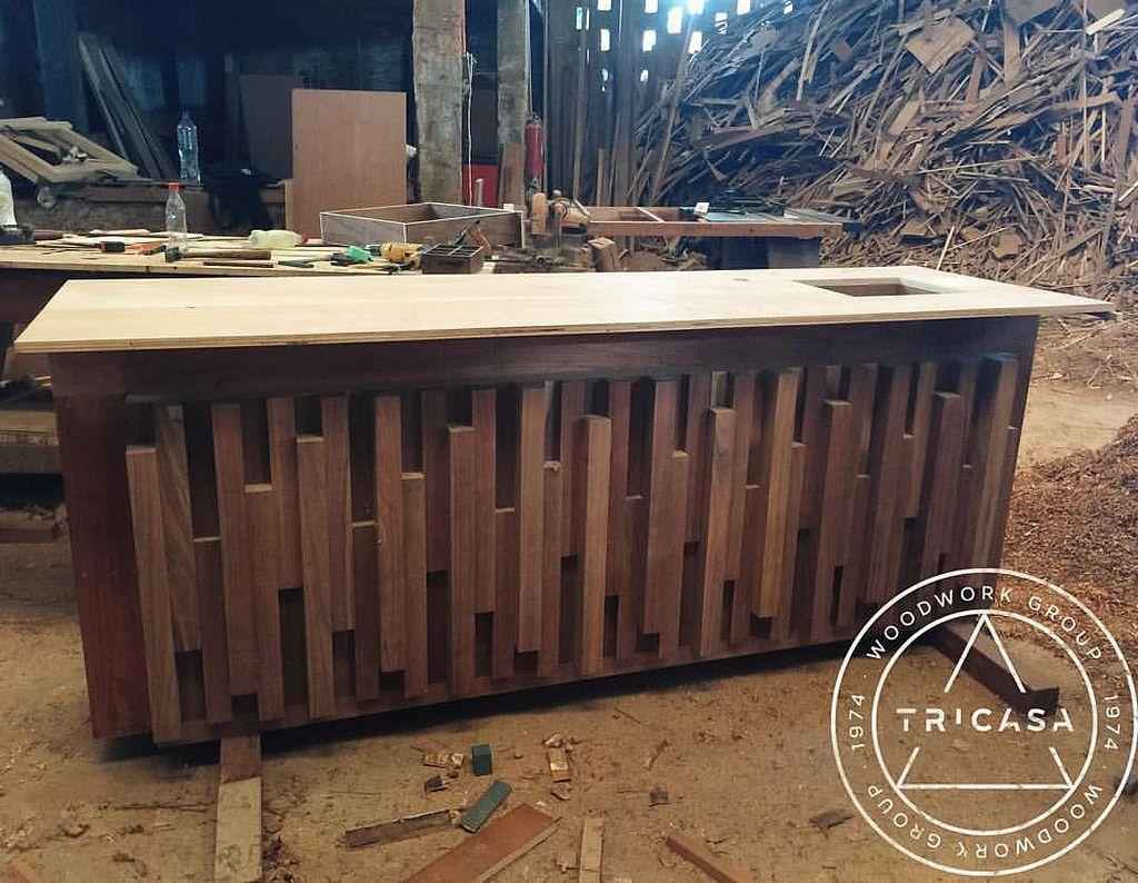 Enproceso barra para bar fabricada en madera de tzalam for Barras de bar de madera