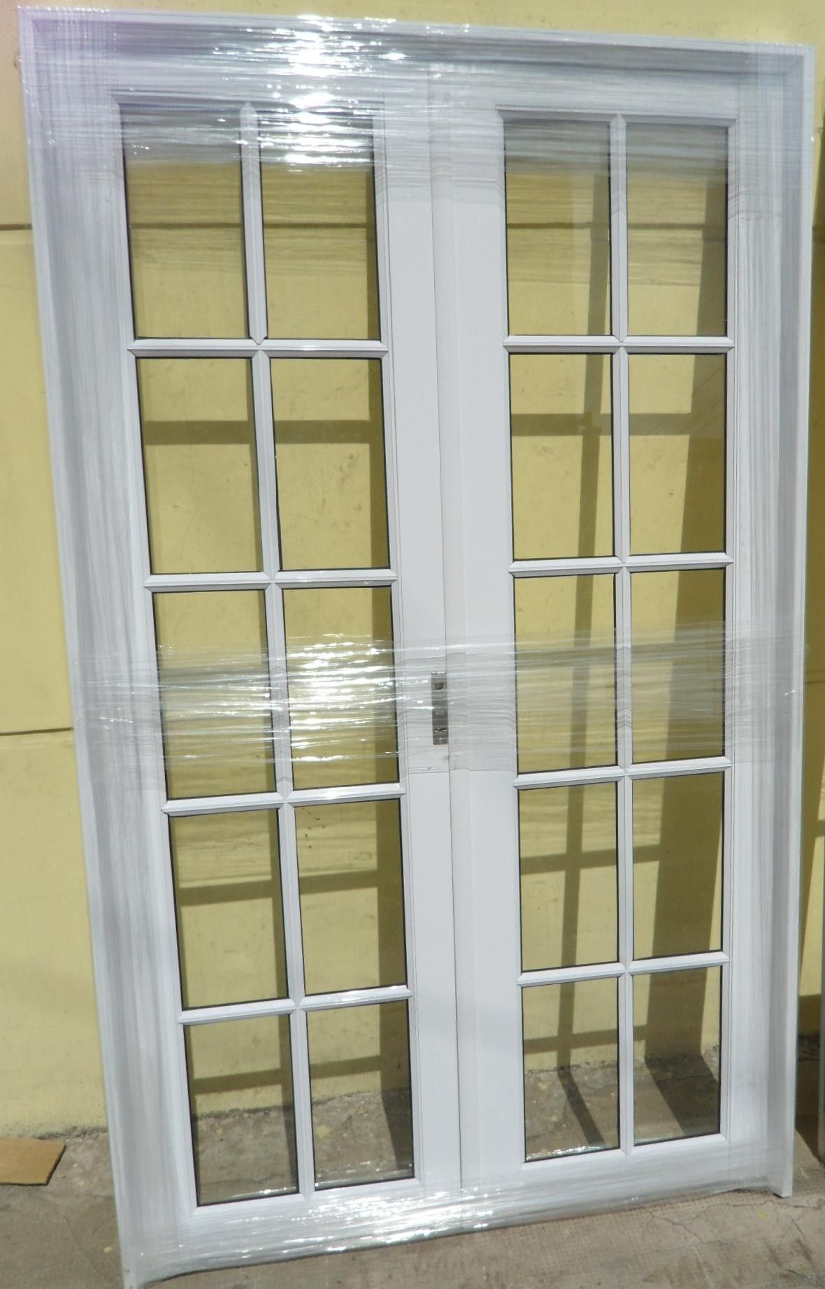 80 Alluring Front Door Designs To Refine Your Home: Puerta-aluminio-blanco-reforzada.jpg (1180×1844)