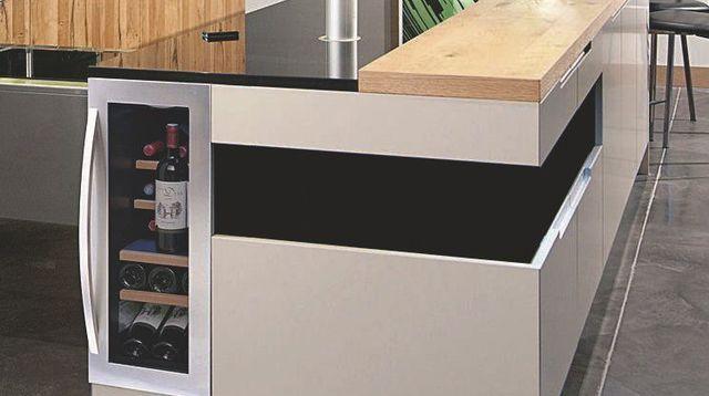 une cave vin pas encombrante pour une cuisine cave vin et mobilier de cuisine. Black Bedroom Furniture Sets. Home Design Ideas