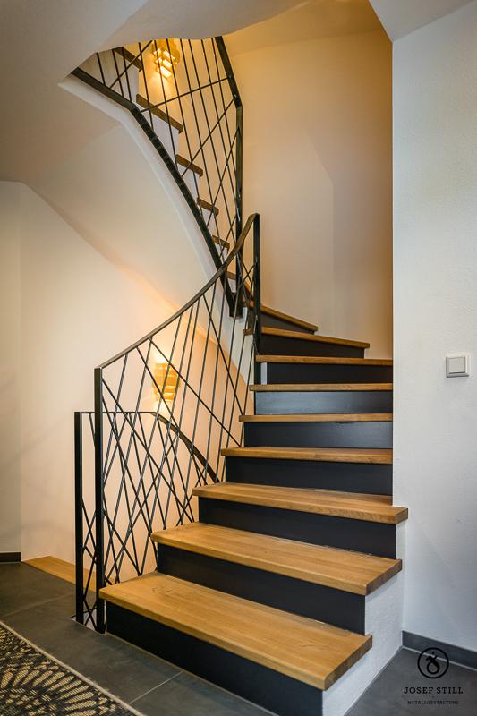 Geschmiedete Treppen Und Gelander Individuell Vom Kunstschmied Innengelander Jugendstil Www Metall Sc In 2020 Moderne Treppengelander Innen Gelander Treppen Design