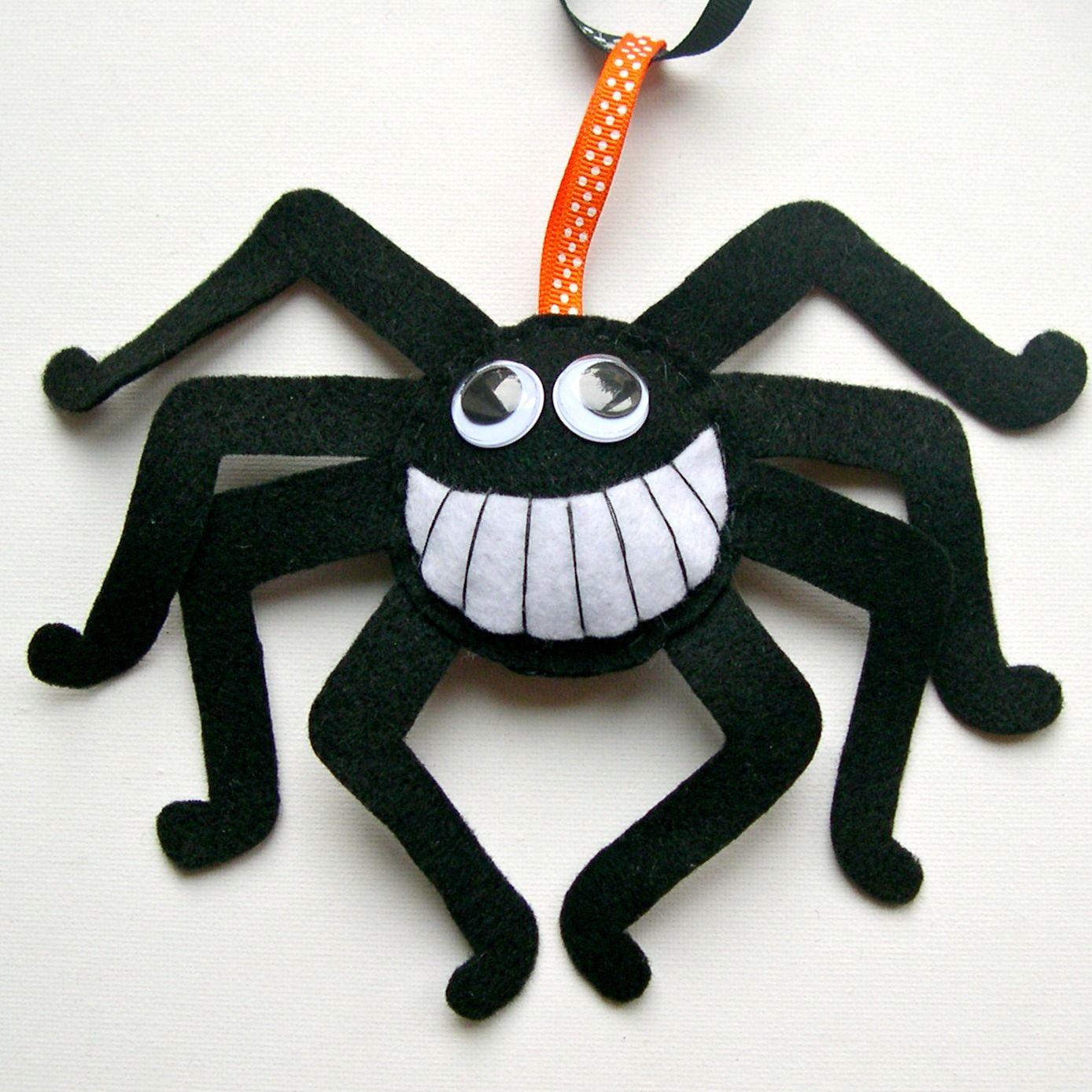Heartfelt Handmade's Blog: Happy Halloween! felt spider decoration