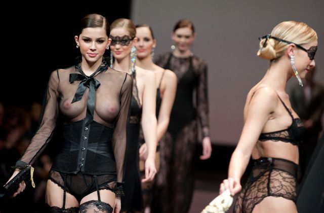 Fashion Show Backstage Nude 40
