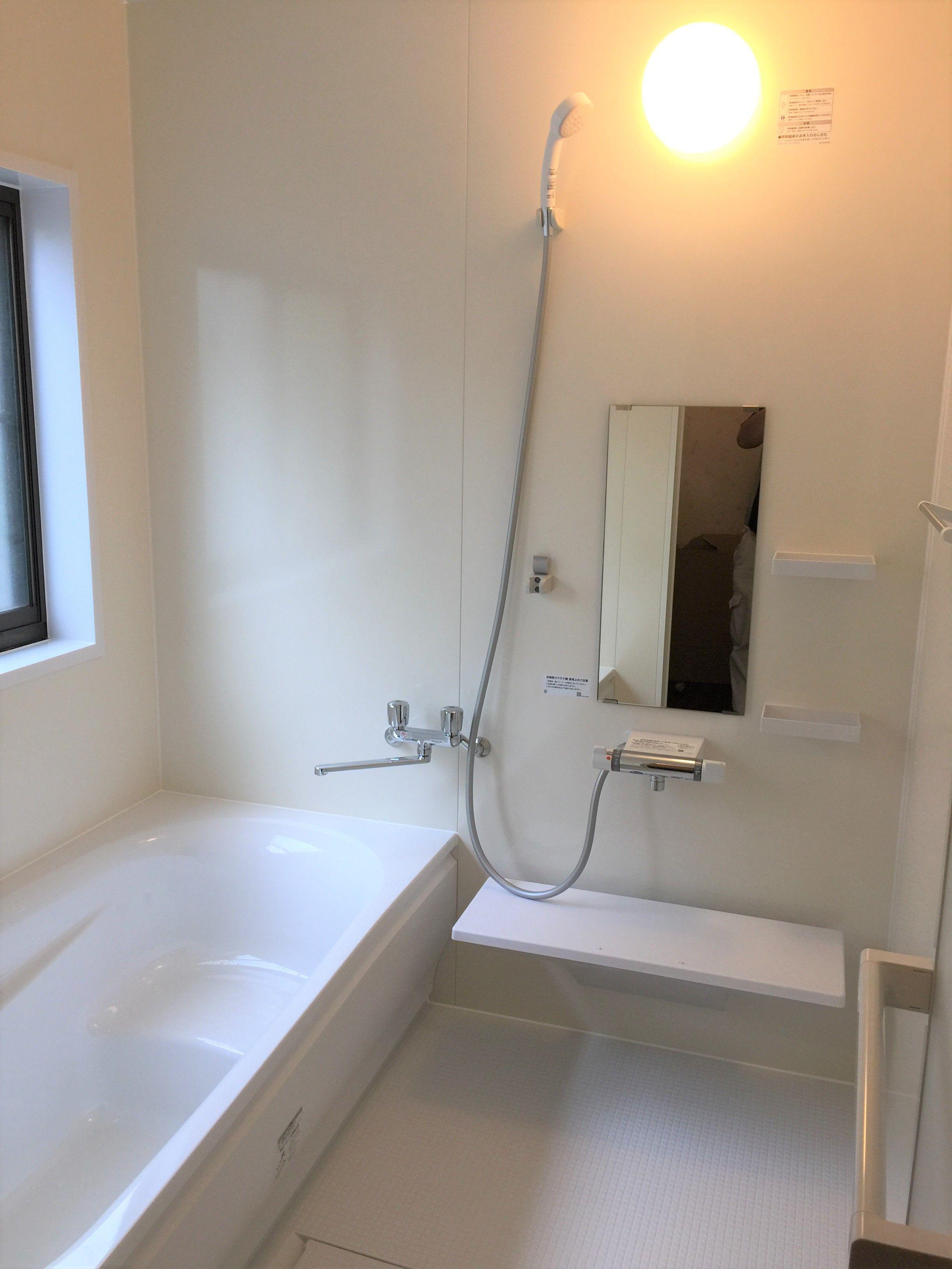 Toto サザナhsシリーズ Nタイプの浴室リフォームです プリエベージュとホワイトで明るく暖かい雰囲気の浴室になりました 浴室周りは新しく断熱材も施工済みですので冬でも
