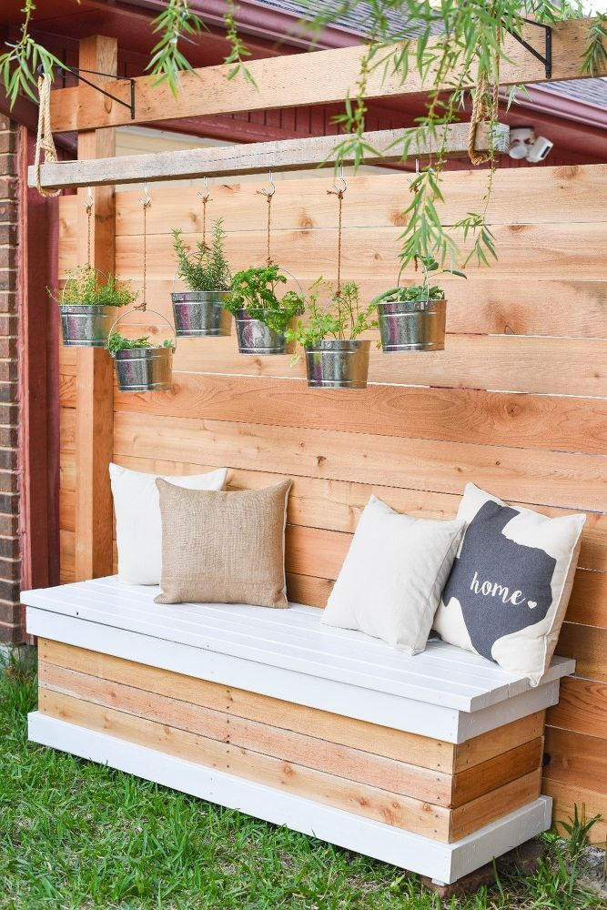 Merveilleux DIY Outdoor Storage Bench (with Hidden Storage Containers!)