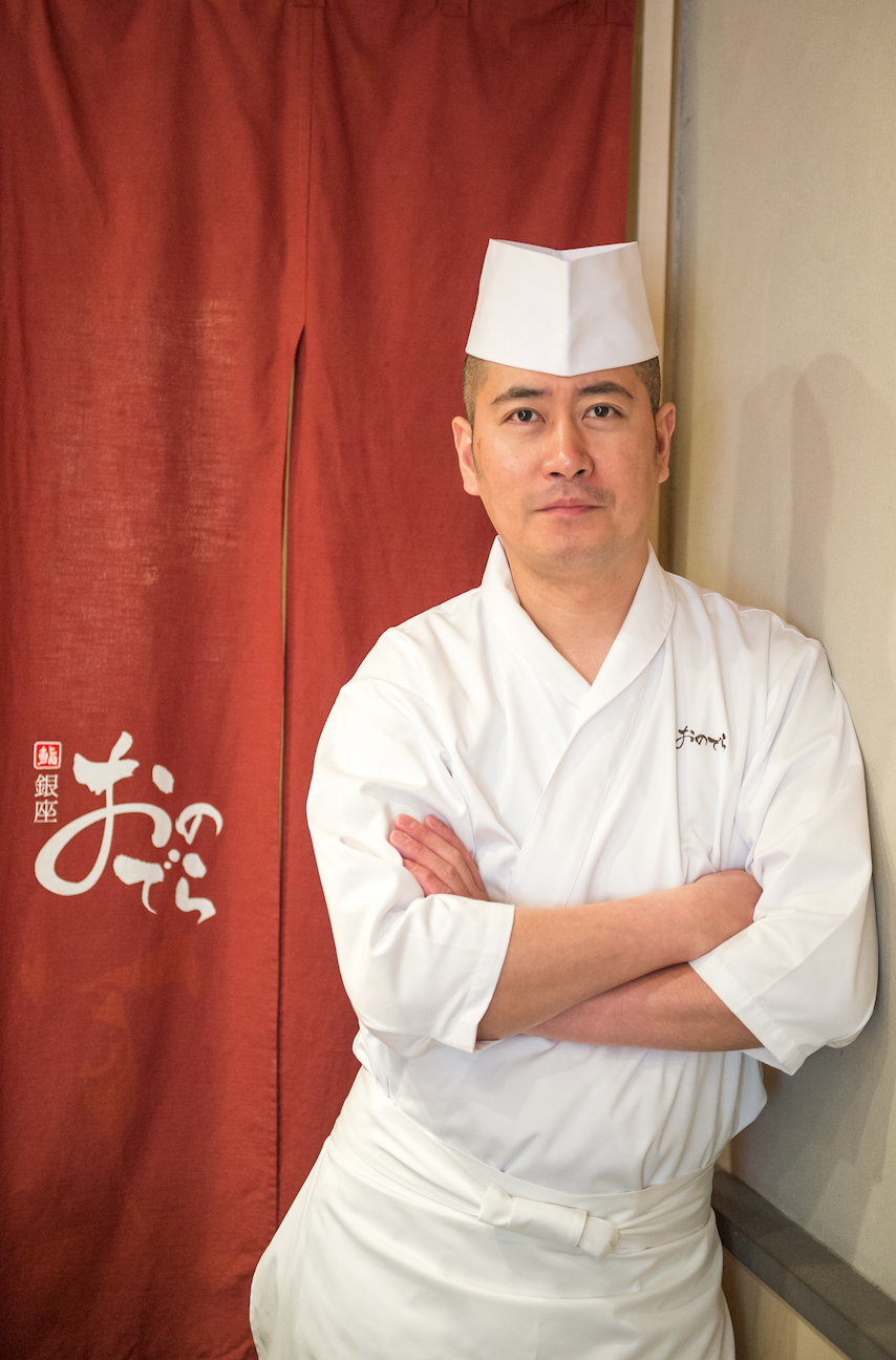 Le chef de Sushi Ginza Onodera Paris, Takeshi Morooka