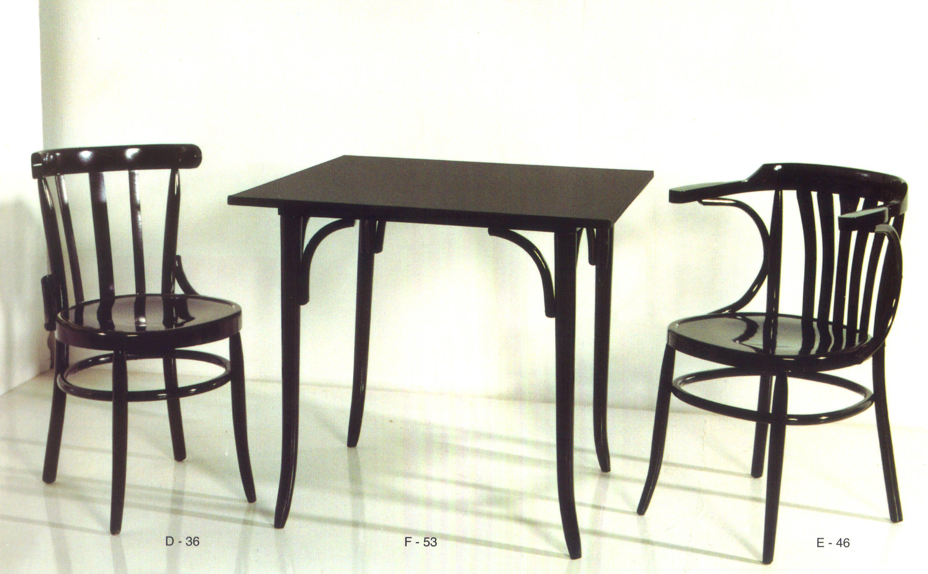 Mesas centro y sillas de madera de haya para casa o para